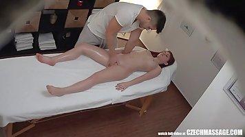 Скрытая камера в массажном кабинете онлайн